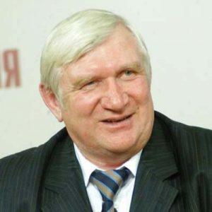 В. Морозов собирает деньги на памятник В. Рарову