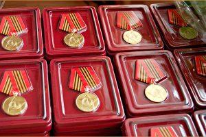 Медали - поколению, обожженному войной
