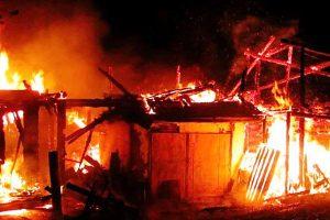 Сарай сгорел, а дом уцелел