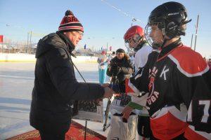В хоккей играют Урал и Сибирь
