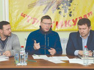 Александр Бурков призвал навести порядок на земле