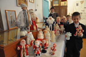 Дед Морозы, дружно в ряд — начинается парад