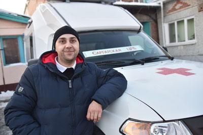 Губернатор Александр Бурков вручил ключи от новых автомобилей скорой помощи водителям медучреждений