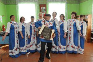 Звучит песня — живет село