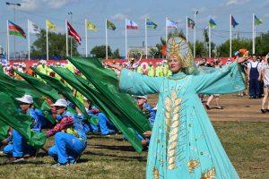 Королевские флаги над Русской поляной